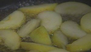 Куриная печень с яблоками - 1