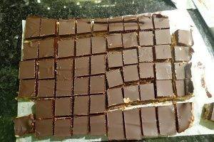 Орехово-вафельные конфеты в шоколадной глазури - 6