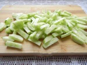 Салат с копченой колбаской - 1
