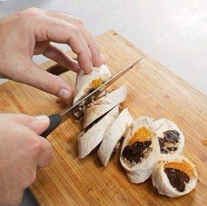 Куриный рулет с мандаринами и черносливом на пару - 5
