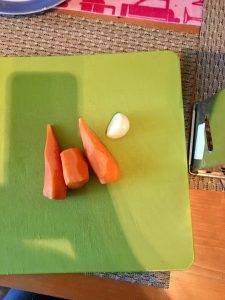 Салат из моркови с чесноком - 1