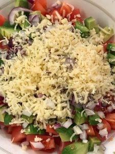 Лёгкий салат с авокадо и помидорами - 3
