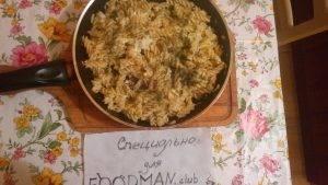Жареные макароны с яйцами, луком и зеленью - 5