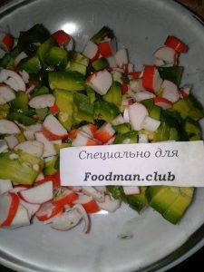 Салат с авокадо и крабовыми палочками - 2