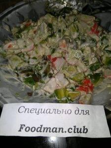 Салат с авокадо и крабовыми палочками - 3