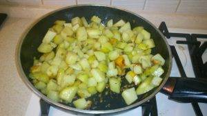Жареная картошка с луком - 4