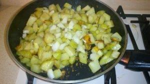 Жареная картошка с луком - 5