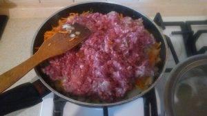 Говяжий фарш с картошкой и овощами, томленные в горшочке - 2