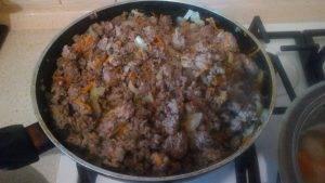 Говяжий фарш с картошкой и овощами, томленные в горшочке - 3