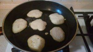 Дрожжевые оладьи на воде без яиц - 6
