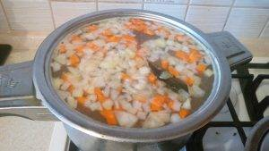 Суп с говяжьими сырными фрикадельками и рисом - 5