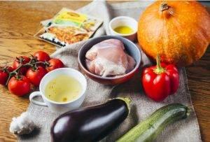 Тыква, фаршированная курицей и сезонными овощами - 0