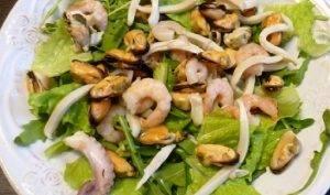 Овощной салат с морепродуктами - 0