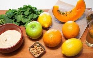 Салат с тыквой, хумусом и запеченным яблоком - 0