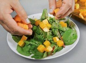 Салат из манго и куриной печени - 0