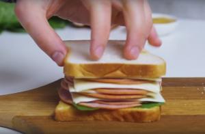 Сэндвич с ветчиной и сыром - 1