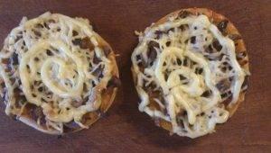 Мини-пиццы с грибами - 1