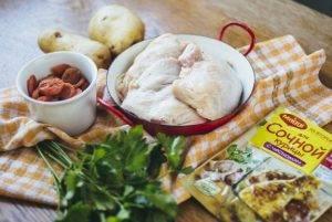 Куриные бедрышки, запеченные с молодым картофелем и курагой - 0