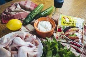 Крылышки барбекю с огуречным салатом - 0