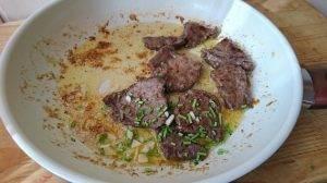 Теплый салат с говяжьей печенью - 1