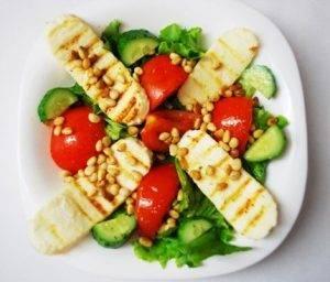 Теплый овощной салат с жареным сыром - 1