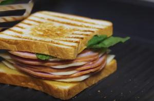 Сэндвич с ветчиной и сыром - 2