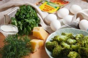 Питательный омлет на пару с брокколи и свежей зеленью - 0