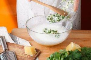 Питательный омлет на пару с брокколи и свежей зеленью - 1