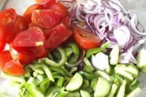 Теплый овощной салат с жареным сыром - 0