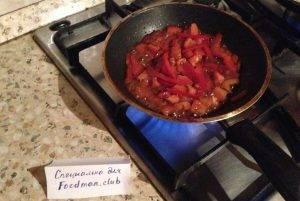 Яичница болтунья с болгарским перцем и помидорами - 4
