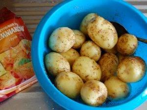 Лещ в духовке с картофелем - 2