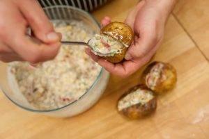 Картофель, фаршированный курицей с овощами - 3