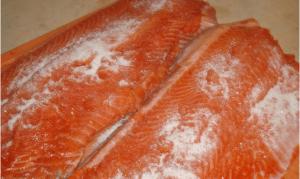 Соленая красная рыба с алкоголем - 0
