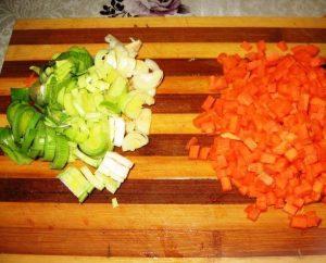 Суп с консервами из семги, шпинатом и брокколи - 0
