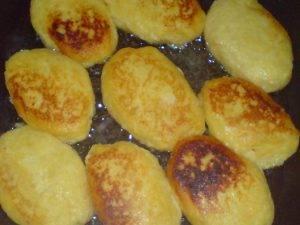 Котлеты картофельные под грибным соусом - 1