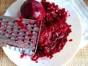 Салат из свеклы с яблоками и чесноком - 0