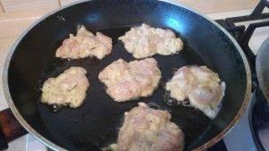 Куриные оладушки с сыром и чесноком - 4