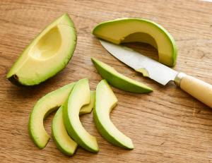 Цветная капуста с лесным орехом и авокадо в пряном соусе - 1