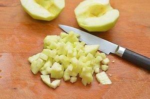 Салат из свеклы с яблоками и чесноком - 1