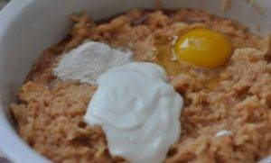 Картофельная бабка со шкварками из свиной грудинки - 3