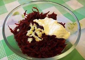 Салат из свеклы с чесноком - 1