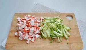 Рулет с крабовым салатом - 1
