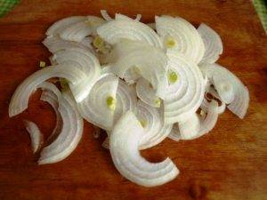 Филе скумбрии, запеченной на луковой подушке - 1