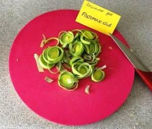 Салат из печени трески с помидорами - 4