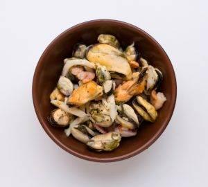 Салат из овощей и морепродуктов - 1
