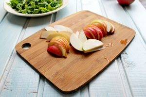 Салат с яблоком, свеклой и грецкими орехами - 1