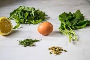 Салат с щавелем и вареным яйцом - 0