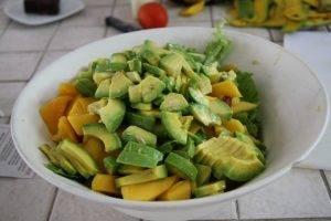 Салат с салями, авокадо и манго - 0