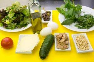 Салат с тунцом, яйцом-пашот и зеленью - 0