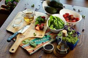 Салат с клубникой и авокадо - 0
